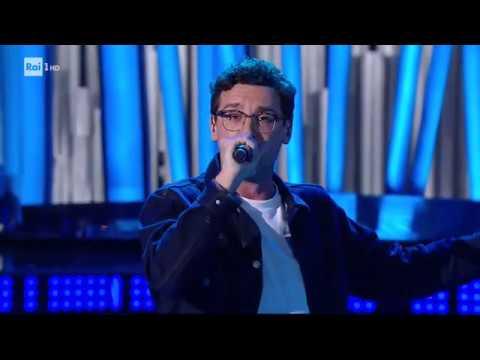 Willie Peyote canta 'Il bombarolo' - Una Storia da Cantare 16/11/2019
