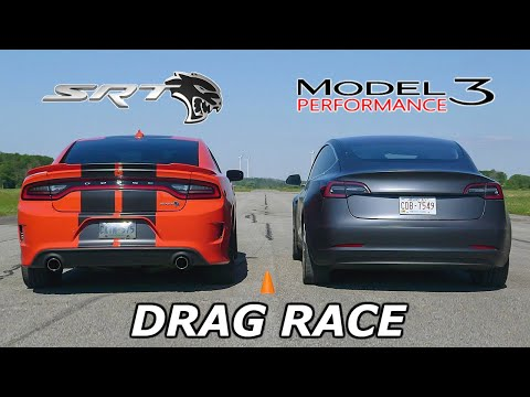 DRAG RACE – Dodge Charger SRT Hellcat vs Tesla Model 3 Performance // Throttle House Track Series