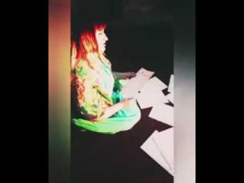 Изображение предпросмотра прочтения – НадеждаМироненко читает произведение «Она сидела наполу…» Ф.И.Тютчева