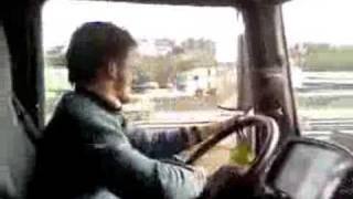 Repeat youtube video Kreten za volanom
