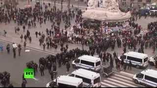 Les affrontements entre policiers et manifestants à Paris