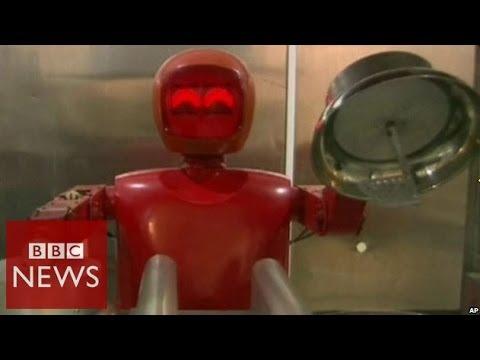 Robot chefs take over restaurant - BBC News