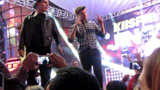 Midnight Red - I Knew You Were Trouble (Jingleball Village)