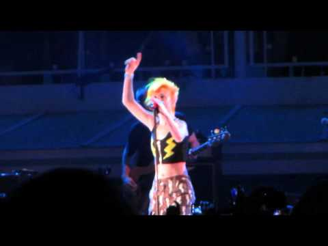 Paramore - Daydreaming (HD) (Live @ Parahoy 2)