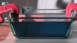 Меднение металлических предметов - физические опыты(Подписываемся: Вконтакте: http://vk.com/simplescience Опыт демонстрирует нанесение тонкого слоя меди на токопроволящи..., 2012-11-26T10:27:58.000Z)