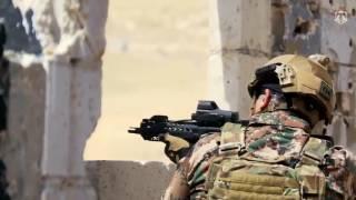 ملك الأردن يقود جنوده في تدريب عسكري بالذخيرة الحية