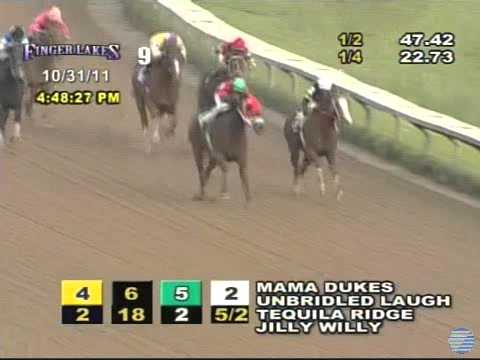 Weird Race – Horse Goes Extremely Wide And Still Wins