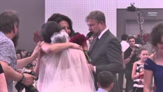 Алика Смехова ловит букет невесты в г.Сочи