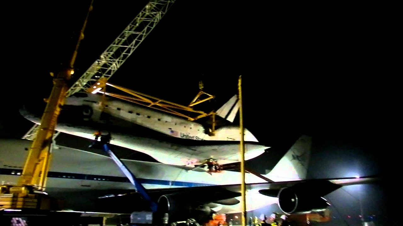 space shuttle discovery at dulles airport - photo #31