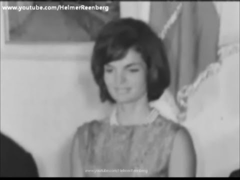 August 28, 1962 - Jacqueline Kennedy becomes an honorary citizen of Ravello, Campania, Salerno