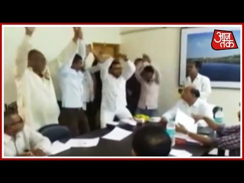 100 Shehar 100 Khabar: Protesters Do Snake Dance At PWD Office In Maharashtra & More