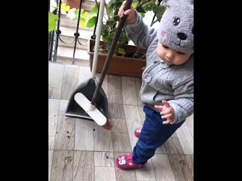 👼🏻 Fereh bawlayib balkonda temizlik işleri aparmaqa,hele teze bawlayib tuta bilmir s
