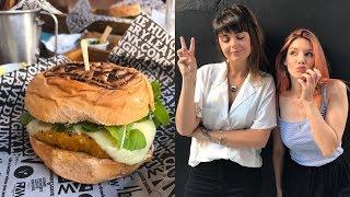 ONDE COMER UM BOM HAMBÚGUER VEGETARIANO ft. MARIMOON | Luanda Visita Veggie Raw Burger N Bar