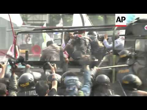 Indonesian police fired tear gas against protesters trying to get close to a court hearing on the le