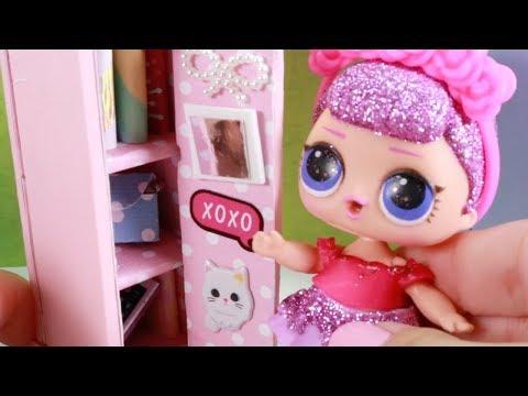 5 Doll Miniatures  - School Locker, Purse, Books, Mirror, Decor