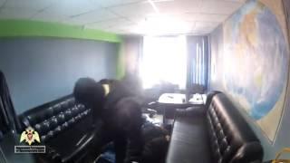 В Красноярске СОБР задерживает вымогателей