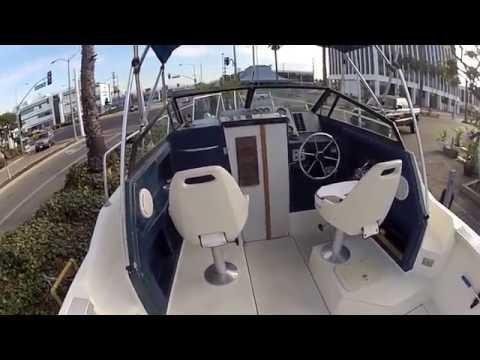 Bayliner Trophy 2352 Cuddy Cabin Walk Around fishing boat