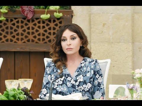 Как первой леди Азербайджана удается выглядеть так молодо в 53 года