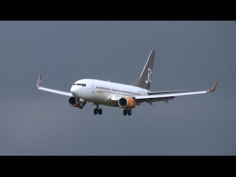 Jet Time Finland Boeing 737-700(WL) landing at Helsinki Airport   OH-JTZ  