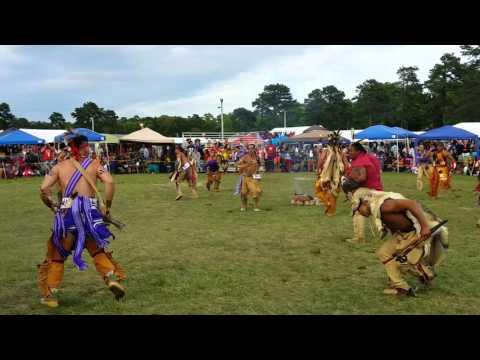 Men's eastern woodland/war at Mashpee wampanoag Powwow 2015