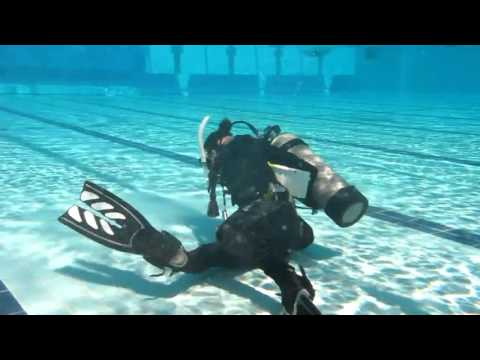 Divemaster Videos | Jess demonstrating weight belt remove and replace for PADI open water students