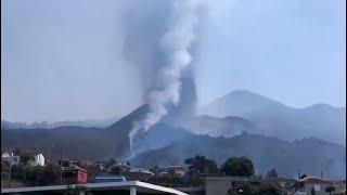 Fuertes explosiones en el volcán de Cumbre Vieja