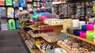 Сувенирный магазин в Outer Banks / Магазин подарков из США(Сувенирный магазин впечатляет своими размерами и ассортиментом продукции. Здесь можно купить практически..., 2014-07-09T17:30:33.000Z)