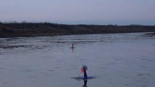Кто их так ПЕРЕВАРАЧИВАЕТ Зимняя рыбалка на ЖЕРЛИЦЫ Лед 2020 2021