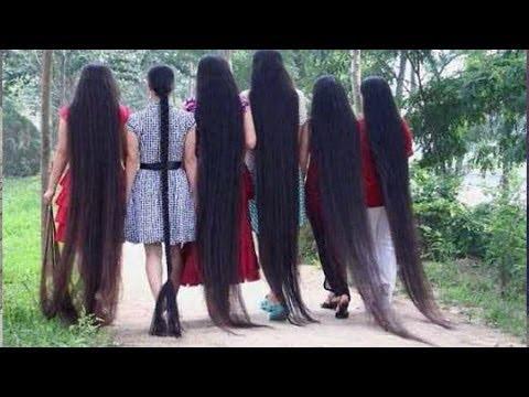 美丽的女孩以惊人的长头发!