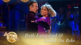 Ruth Langsford & Anton Du Beke Tango to 'Allegretto' by Bond - Strictly 2017