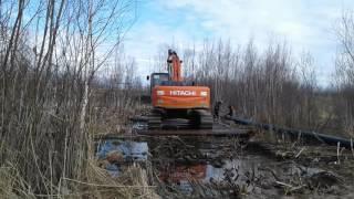 экскаватор на болоте