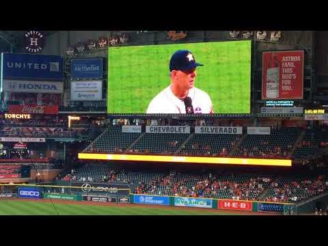 Astros AJ Hinch addresses crowd before baseballs return to Houston