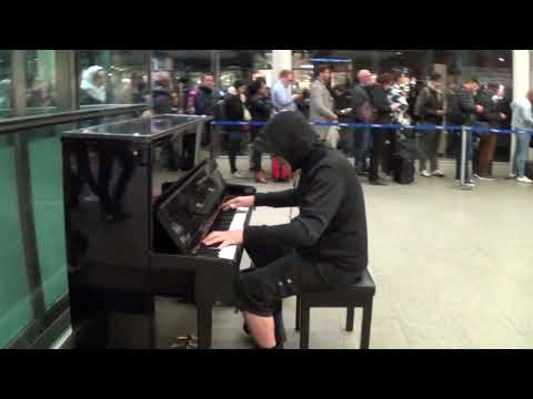 long-queue-leads-to-new-orleans-piano-frenzy