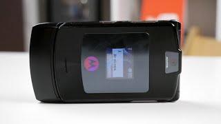 Легендарный Motorola RAZR V3i рвал рынок в 2004 и 2005 годах как IPhone и не снилось! / Арстайл /