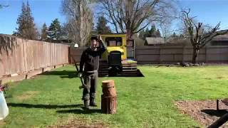 Splitting wood round with a help of a rubber bungee