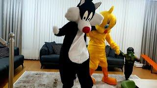 Fatih Selimlere sylvester and tweety geldi birlikte saklambaç  ve eğlenceli oyunlar oynuyoruz
