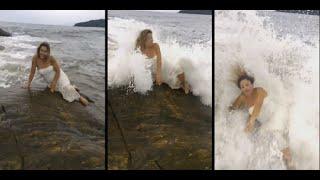 هذا ما وقع لعارضة تلتقط الصور على صخور الشاطئ
