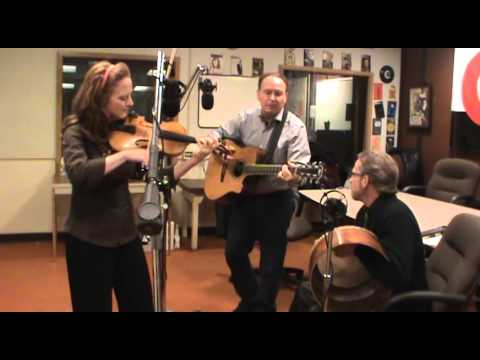"""The Roundstone Buskers Performing """"Courtin' In The Kitchen"""" On WGLT"""