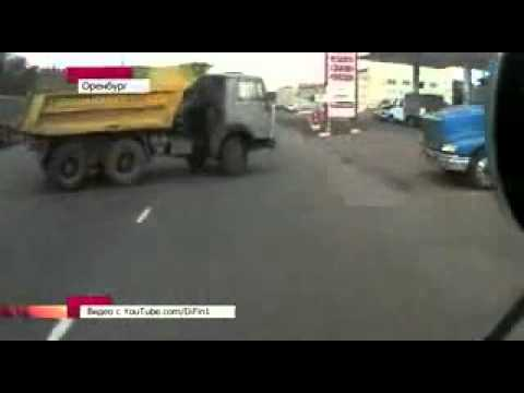 Оренбург, автобус и камаз въезжают в АЗС