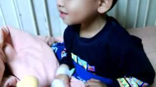 信夫三歲住院時的可愛影片