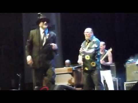 The original BLUES BROTHERS band. 15/07/2013 Hold on/Minnie the moocher