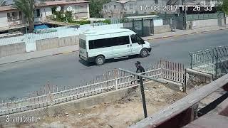 דקירה בשכונה ד' / צילום מצלמת אבטחה ירון בר / ברנז'ה חדשות
