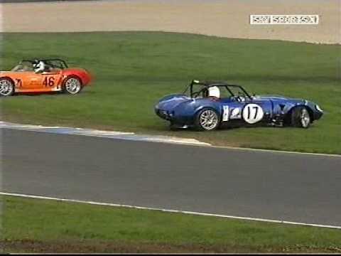 Dave Devine crashes Ginetta at Donington 2005