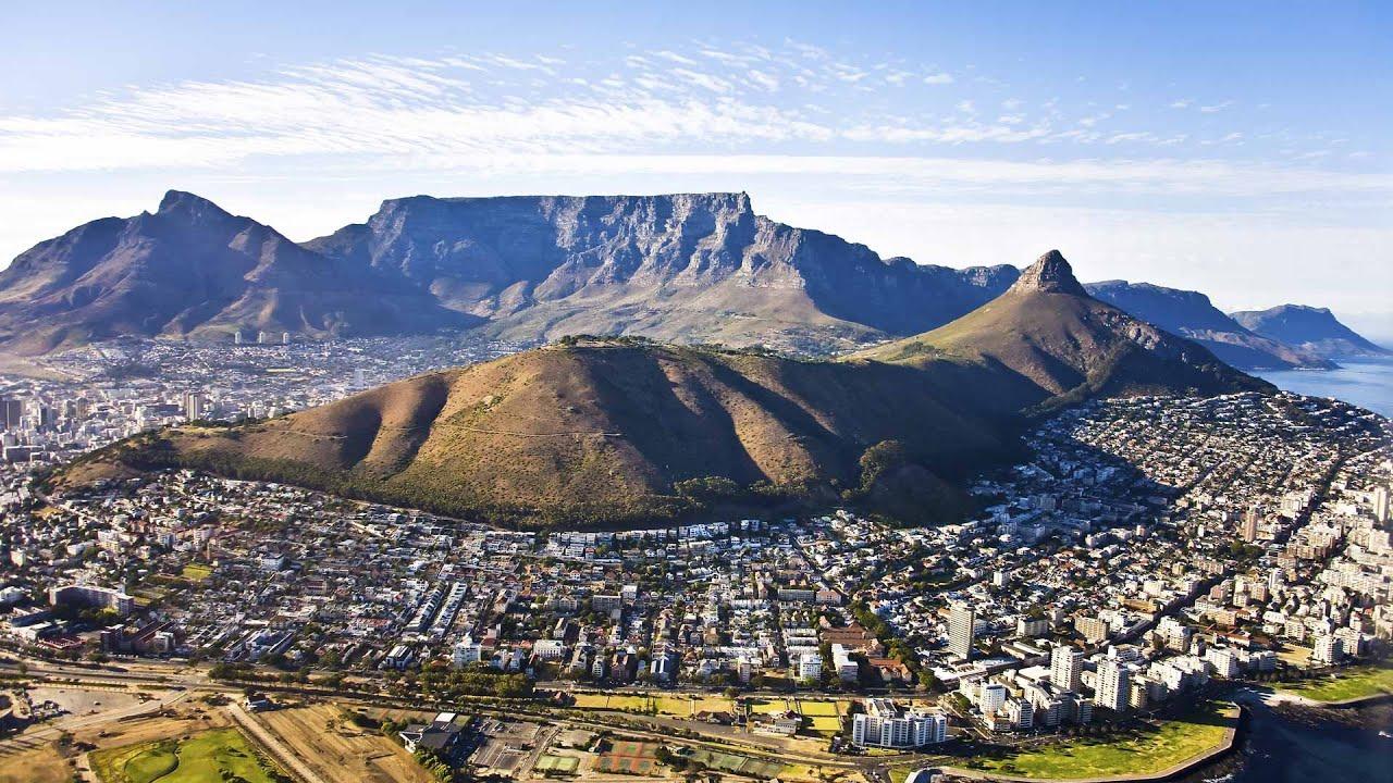 Өмнөд Африкт орших дэлхийн хамгийн алдартай оргилуудын нэг болох Тэйбл уул