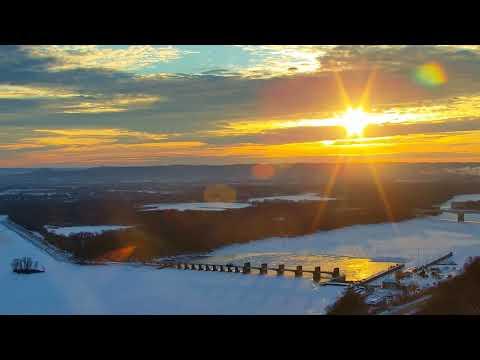 Great Spirit Bluff Falcons - Cliff View Cam 01-17-2018 05:50:33 - 06:50:35