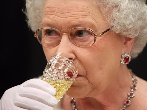 Everything the Queen eats and drinks for breakfast, lunch, and dinner