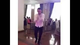 Женщина не танцую ))