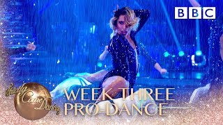 Pro's perform 'Singing In The Rain' - BBC Strictly 2018