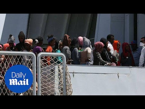 Migrants arriving in Italy are rescued in the mediterranean - Daily Mail