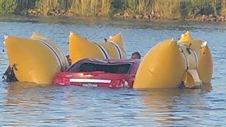 【ワイルドなニュース】可動橋を車で飛び越そうとし失敗、男性二人が死亡 、スクリューコンベアに足巻き込まれ…自ら足を切断した男性  - トモニュース